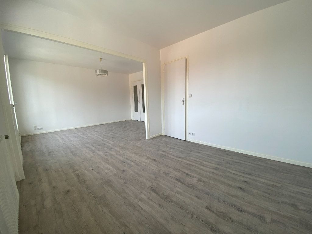Appartement à louer 4 85m2 à Limoges vignette-3