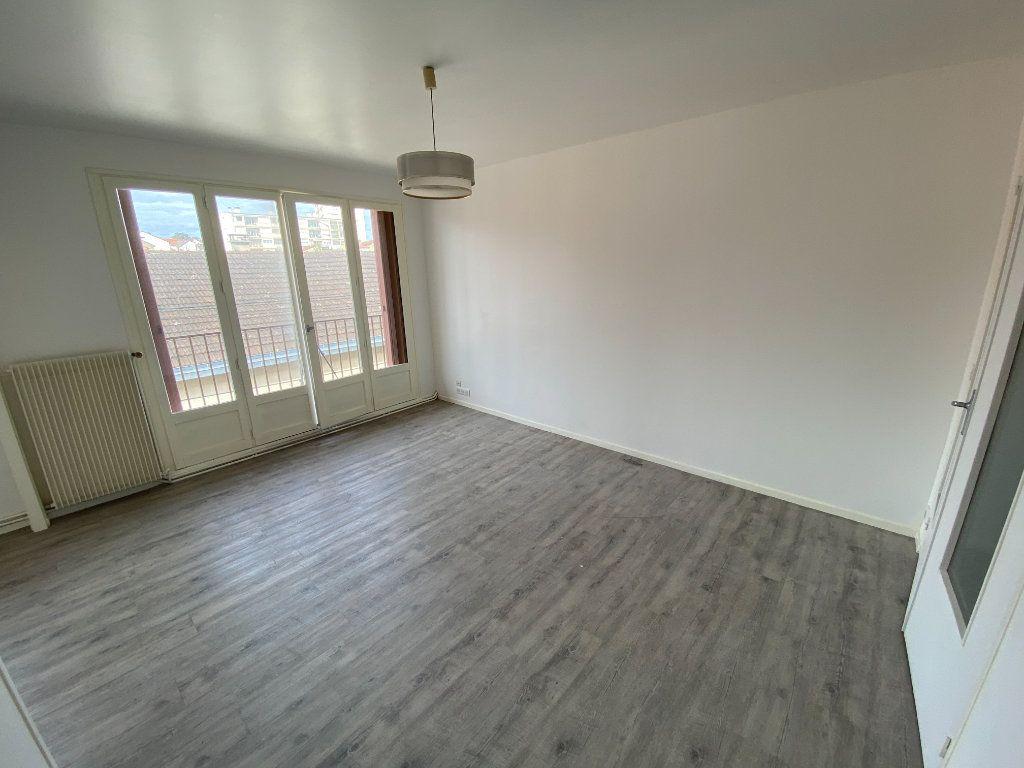 Appartement à louer 4 85m2 à Limoges vignette-4