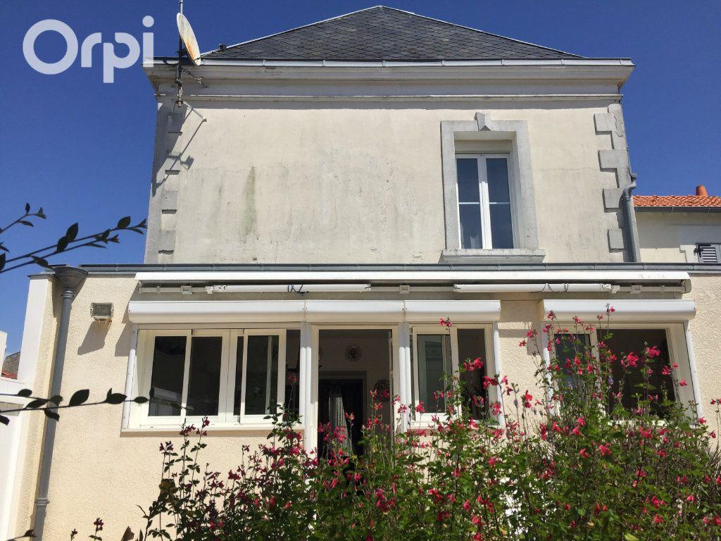 Maison à vendre 5 120m2 à Fouras vignette-1