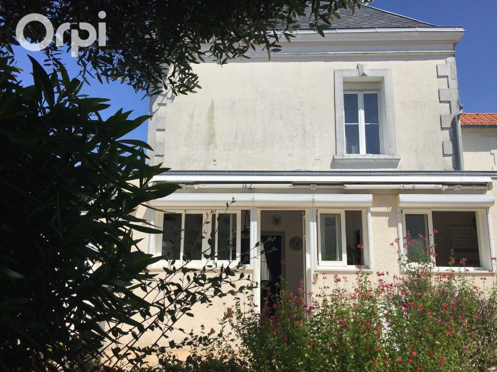 Maison à vendre 5 120m2 à Fouras vignette-7