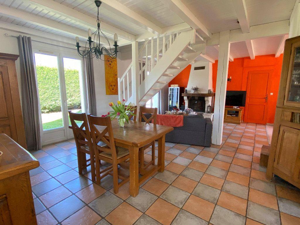 Maison à vendre 7 144.7m2 à Rochefort vignette-5
