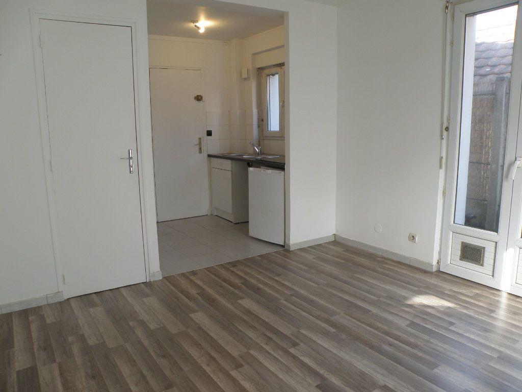 Appartement à louer 1 18.46m2 à Gournay-sur-Marne vignette-1