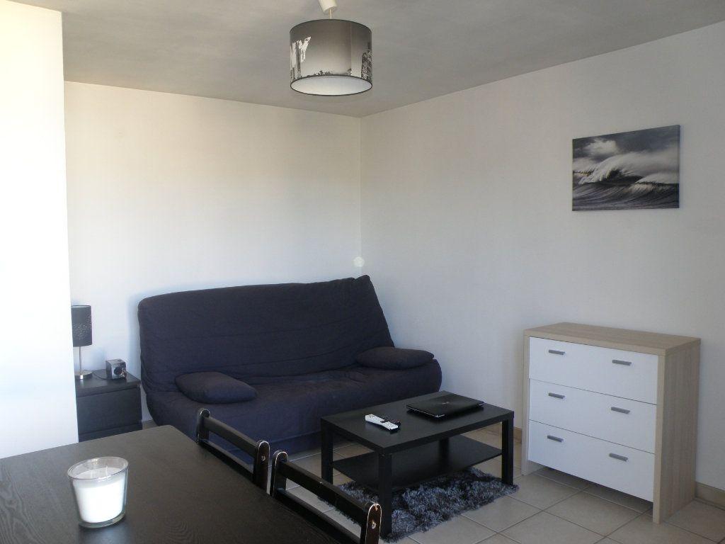 Appartement à louer 1 27.39m2 à Lagny-sur-Marne vignette-1