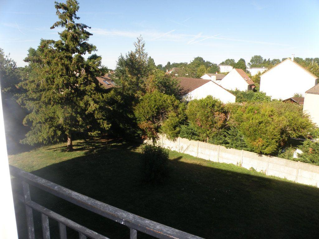 Appartement à louer 1 27.39m2 à Lagny-sur-Marne vignette-3