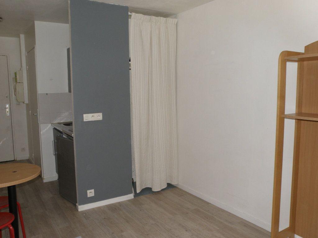 Appartement à louer 1 17.51m2 à Noisy-le-Grand vignette-3