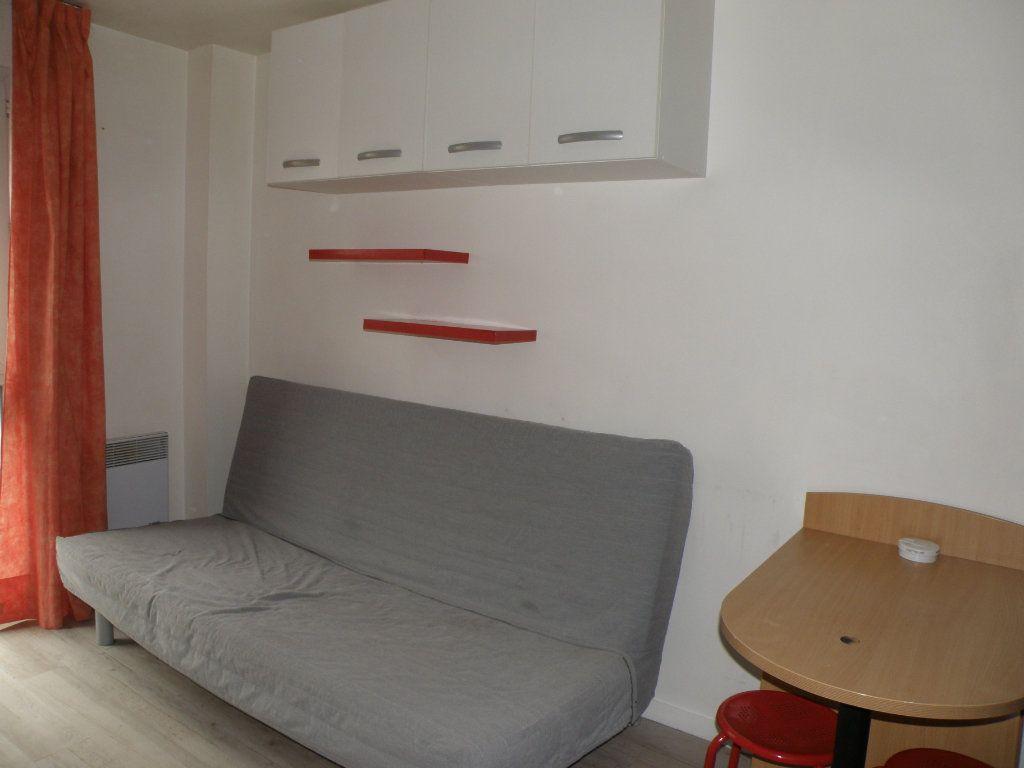 Appartement à louer 1 17.51m2 à Noisy-le-Grand vignette-5
