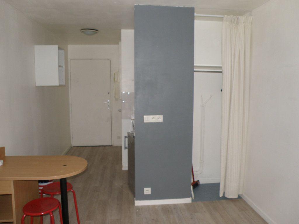 Appartement à louer 1 17.51m2 à Noisy-le-Grand vignette-6
