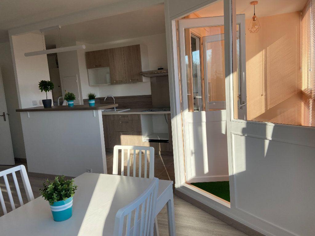 Appartement à louer 2 53.52m2 à Champs-sur-Marne vignette-2