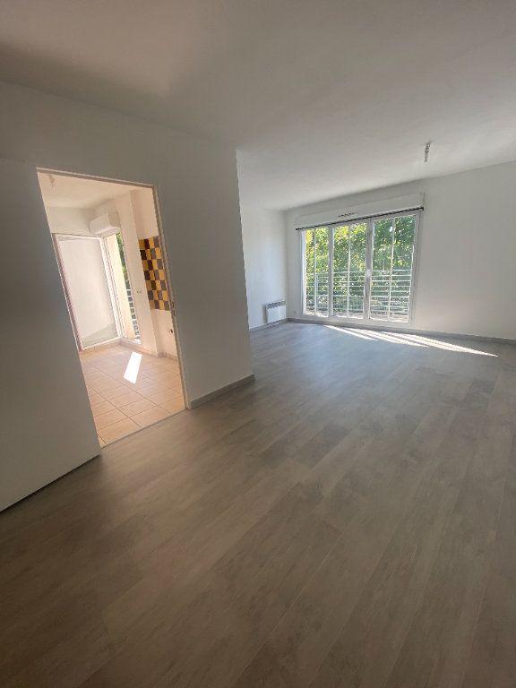 Appartement à louer 4 73.89m2 à Champs-sur-Marne vignette-1