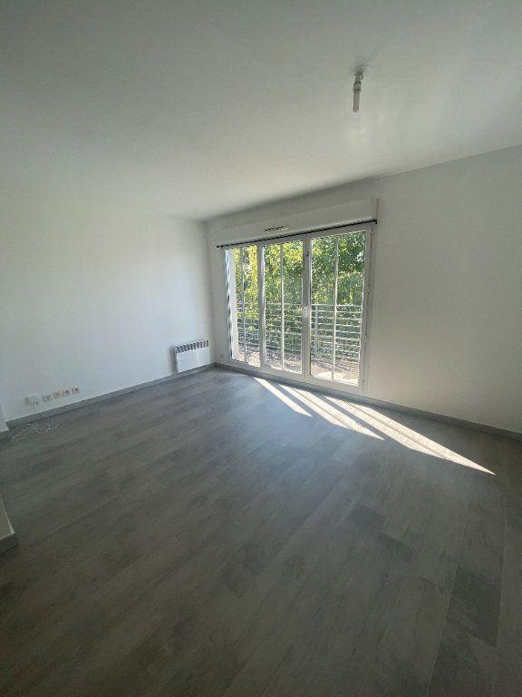 Appartement à louer 4 73.89m2 à Champs-sur-Marne vignette-2