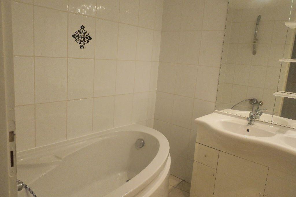 Appartement à louer 3 75m2 à Solaize vignette-9