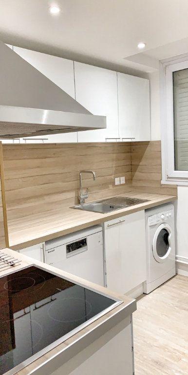 Appartement à louer 1 10.78m2 à Vénissieux vignette-3