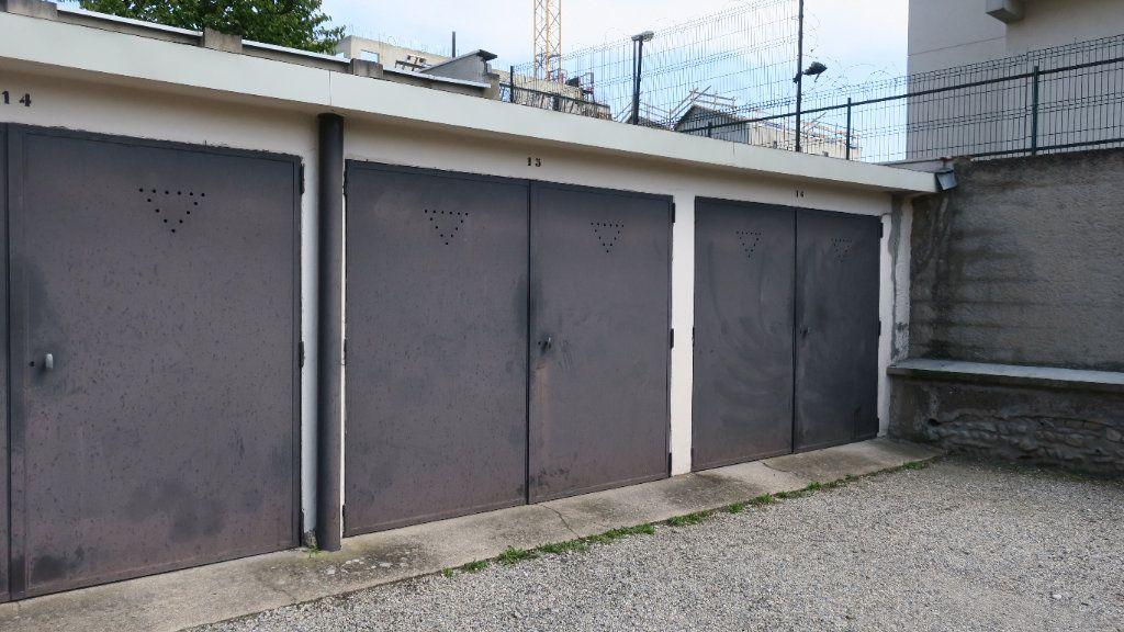 Stationnement à louer 0 16m2 à Villeurbanne vignette-2