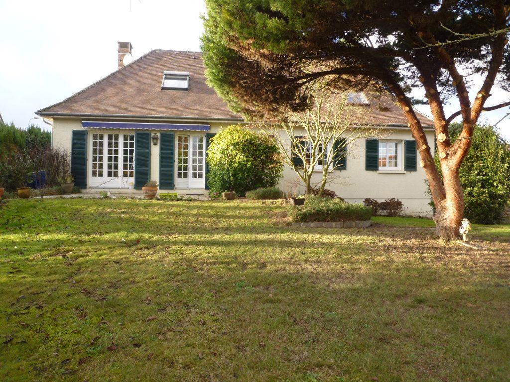 Maison à vendre 7 191m2 à Crépy-en-Valois vignette-1