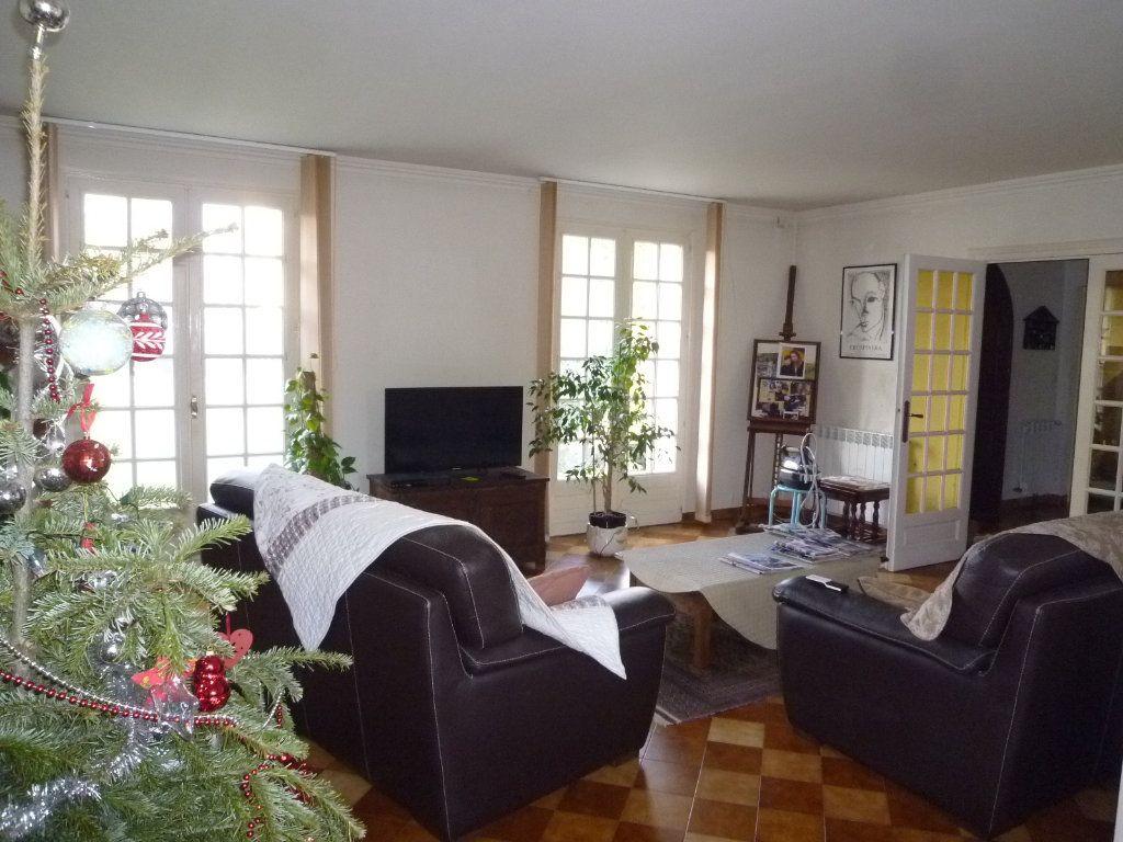 Maison à vendre 7 191m2 à Crépy-en-Valois vignette-2