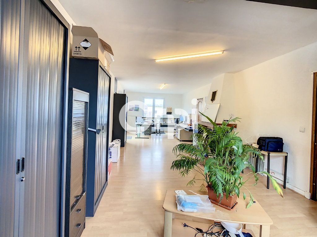 Maison à vendre 12 212m2 à Crépy-en-Valois vignette-1