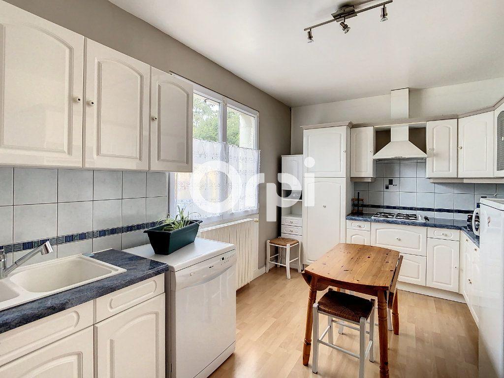 Maison à vendre 12 212m2 à Crépy-en-Valois vignette-2