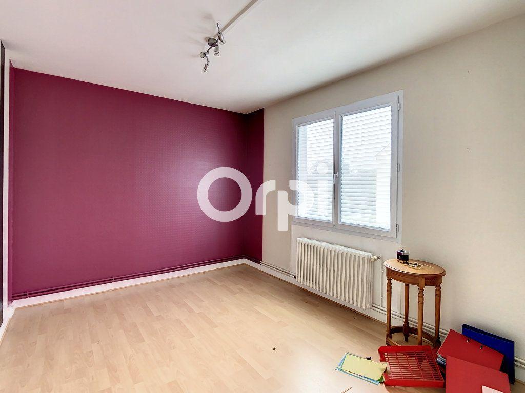 Maison à vendre 12 212m2 à Crépy-en-Valois vignette-3