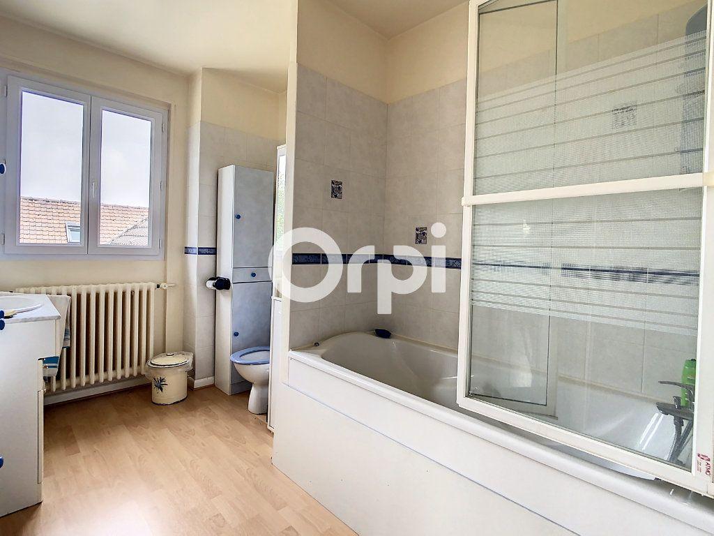 Maison à vendre 12 212m2 à Crépy-en-Valois vignette-4