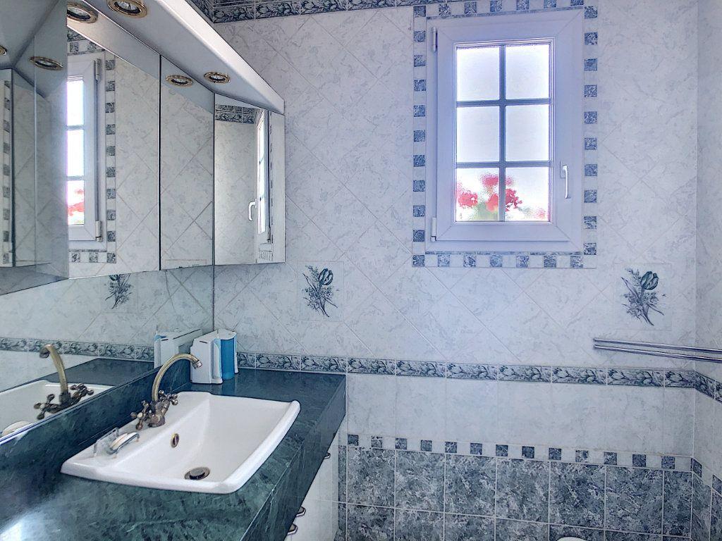 Maison à vendre 6 125m2 à Gilocourt vignette-4