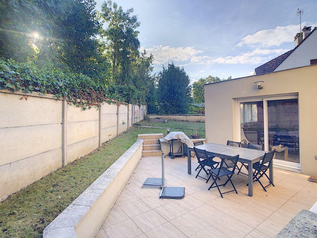 Maison à vendre 7 227m2 à Crépy-en-Valois vignette-1