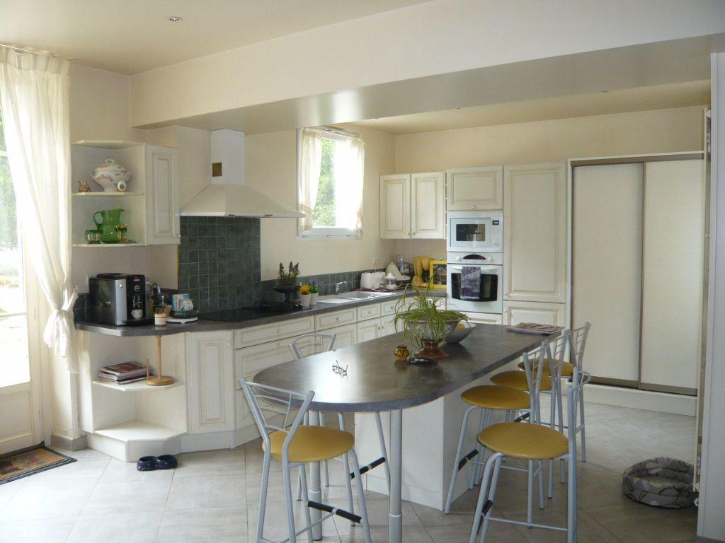 Maison à vendre 12 390m2 à Crépy-en-Valois vignette-4