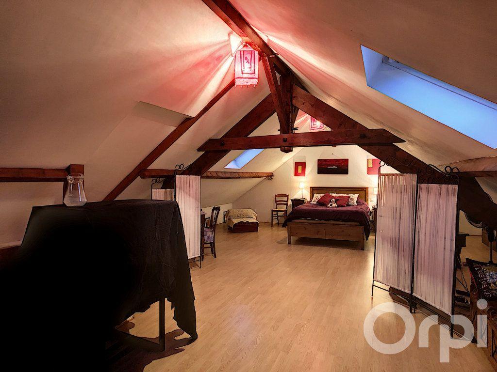 Appartement à vendre 5 106m2 à Crépy-en-Valois vignette-4