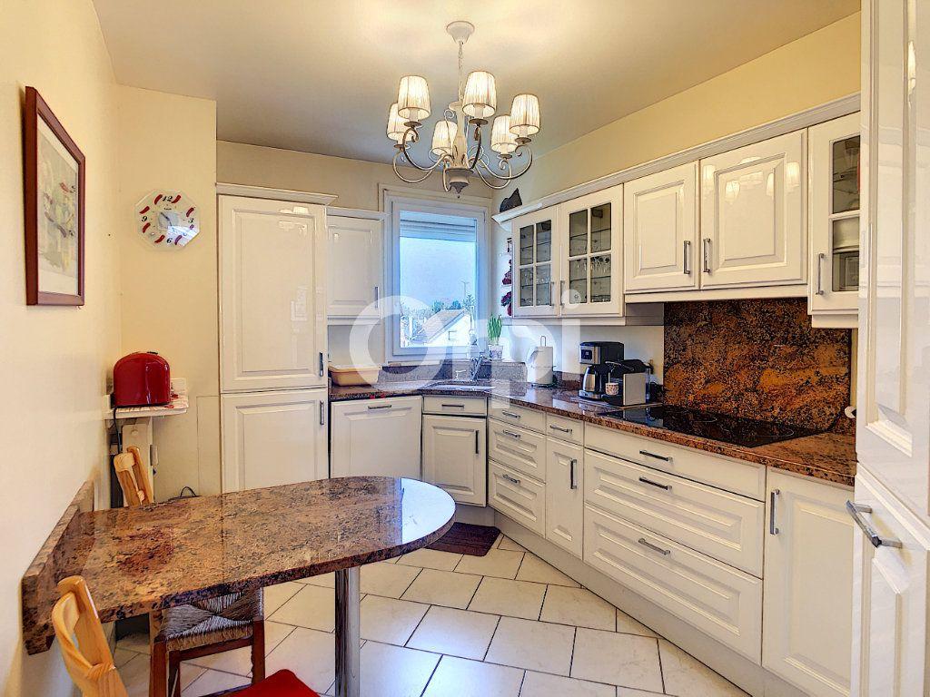 Appartement à vendre 3 62.23m2 à Crépy-en-Valois vignette-3