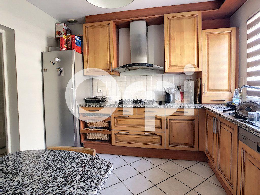 Maison à vendre 6 110m2 à Crépy-en-Valois vignette-4
