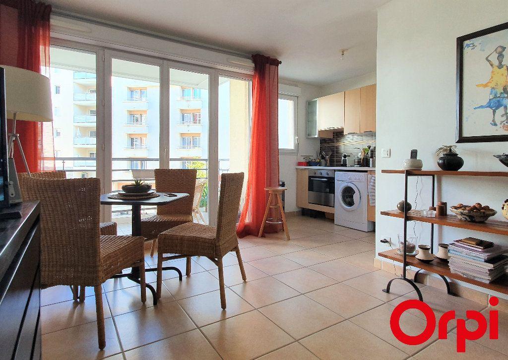 Appartement à vendre 2 41m2 à Marseille 8 vignette-2