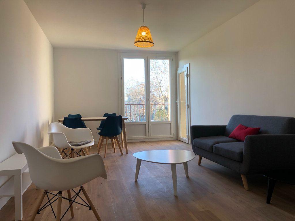 Appartement à louer 3 61.45m2 à Marseille 10 vignette-2