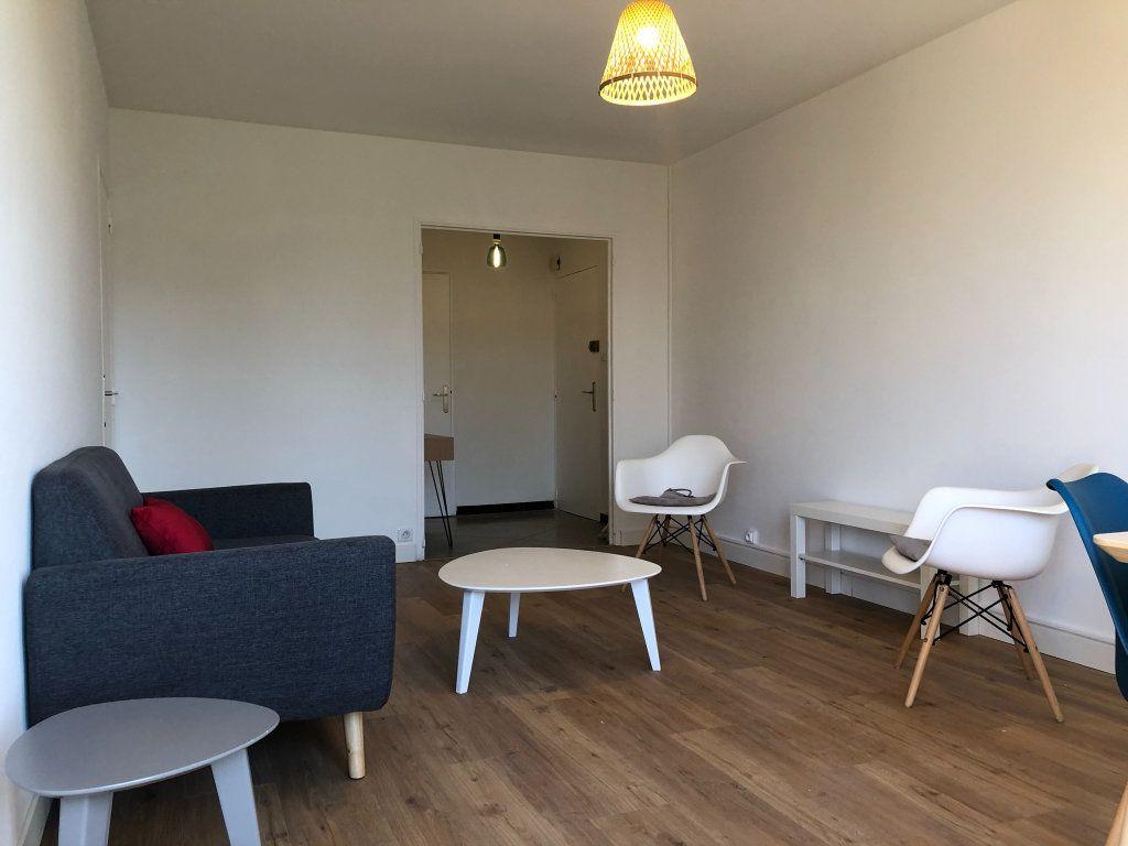 Appartement à louer 3 61.45m2 à Marseille 10 vignette-3