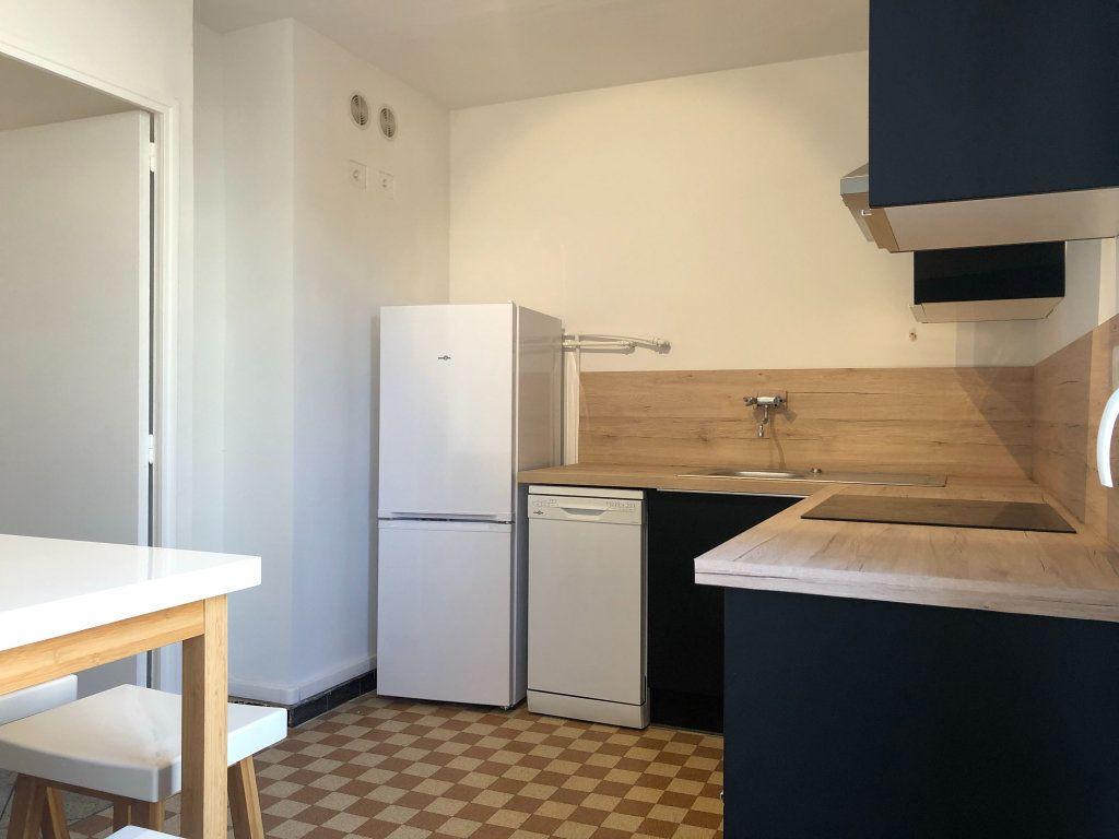 Appartement à louer 3 61.45m2 à Marseille 10 vignette-6