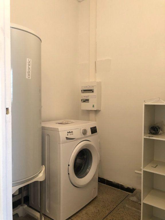 Appartement à louer 3 61.45m2 à Marseille 10 vignette-10