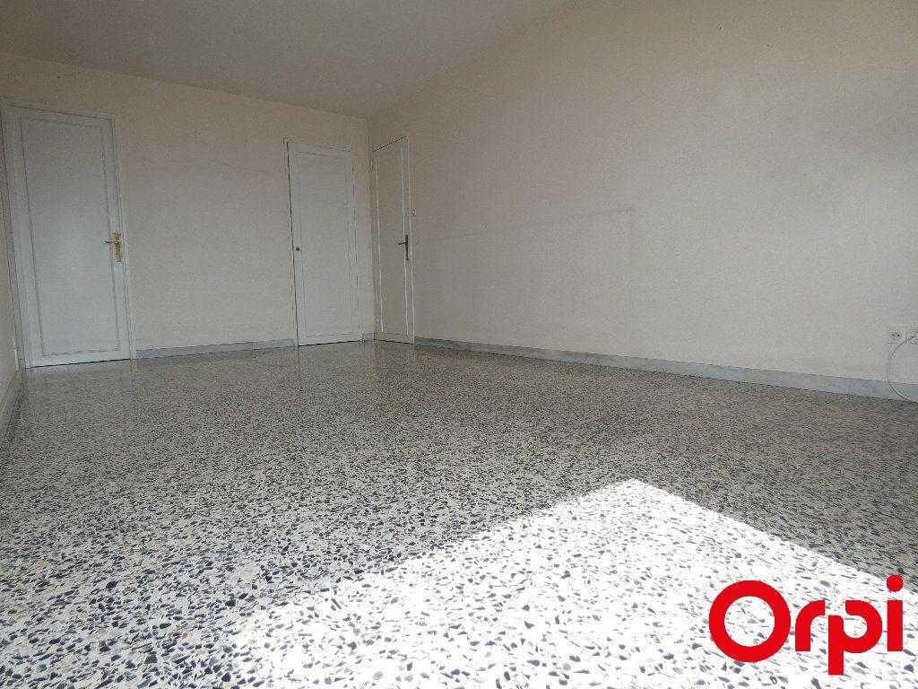 Appartement à vendre 4 69m2 à Marseille 9 vignette-2
