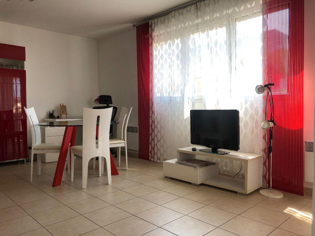 Appartement à louer 2 45m2 à Marseille 8 vignette-1