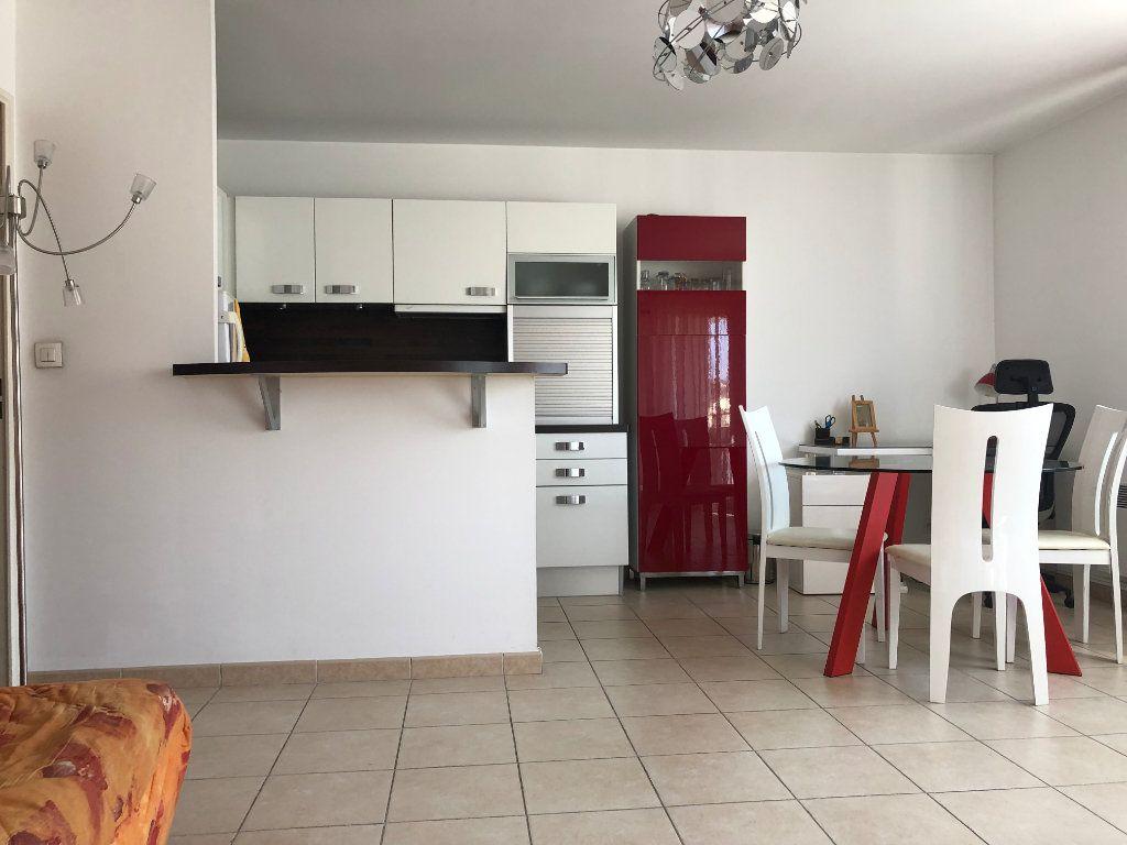 Appartement à louer 2 45m2 à Marseille 8 vignette-2
