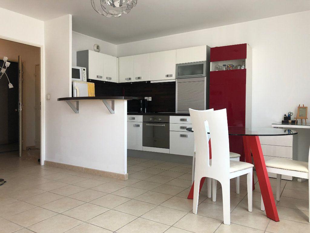 Appartement à louer 2 45m2 à Marseille 8 vignette-4