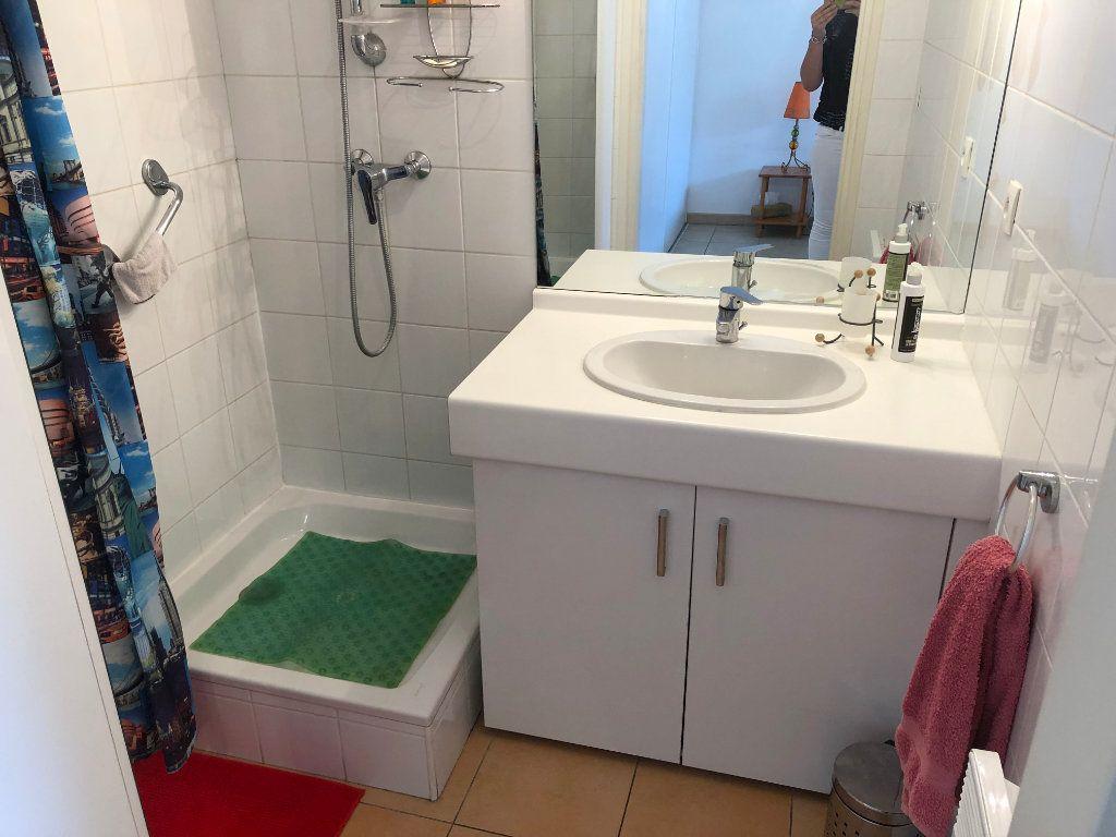 Appartement à louer 2 45m2 à Marseille 8 vignette-7