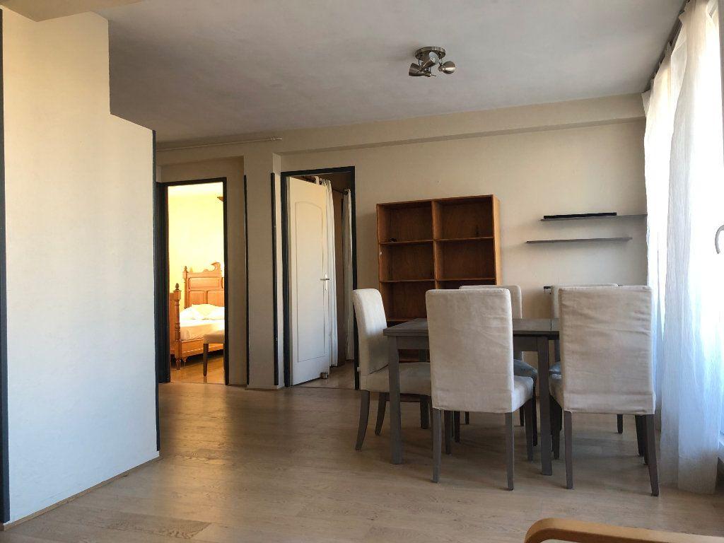 Appartement à louer 3 58m2 à Marseille 8 vignette-1