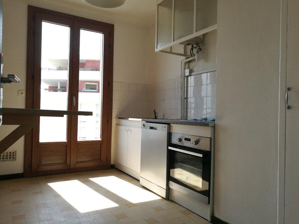 Appartement à louer 2 51m2 à Marseille 8 vignette-6