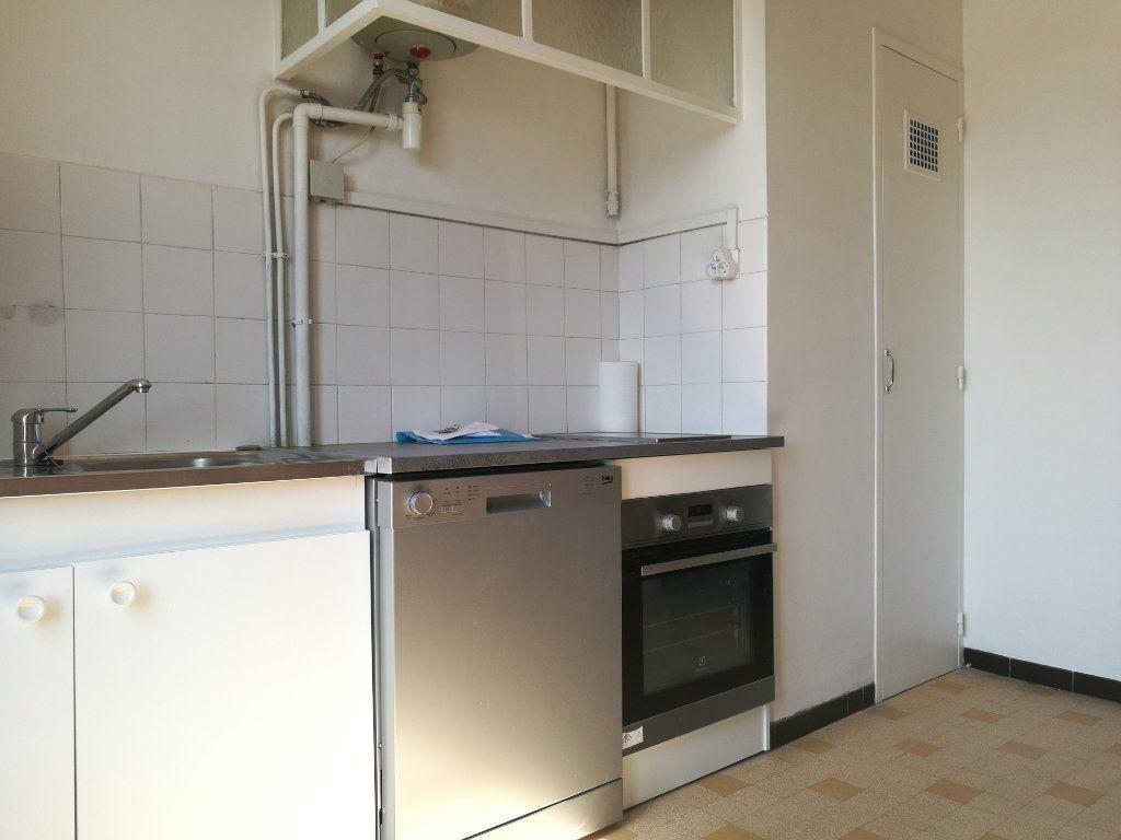 Appartement à louer 2 51m2 à Marseille 8 vignette-7