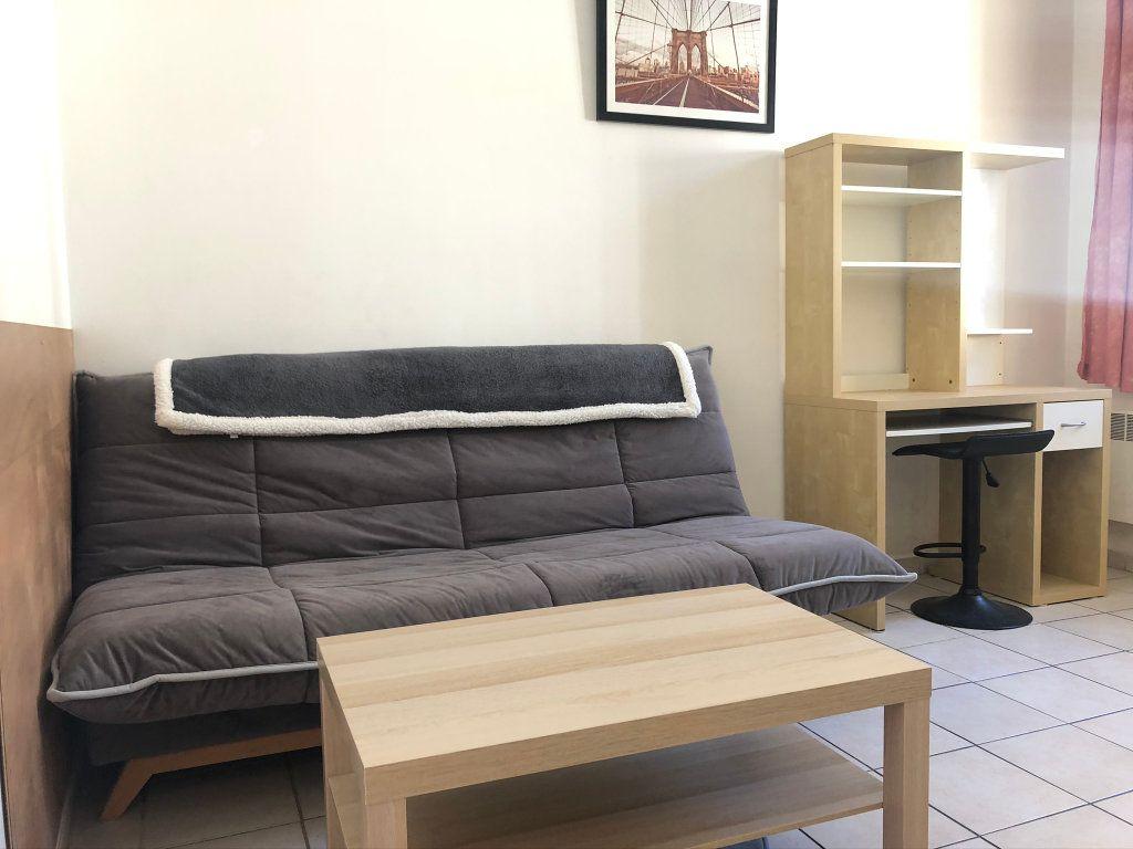 Appartement à louer 1 21m2 à Marseille 8 vignette-2