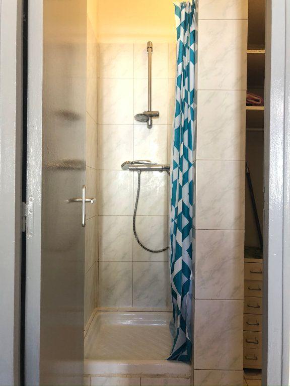 Appartement à louer 1 21m2 à Marseille 8 vignette-4
