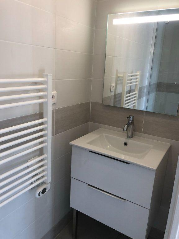 Appartement à louer 4 69.48m2 à Marseille 8 vignette-13