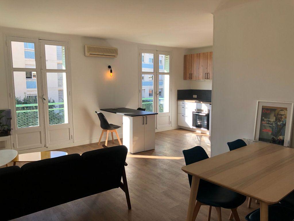 Appartement à louer 2 11m2 à Marseille 8 vignette-1