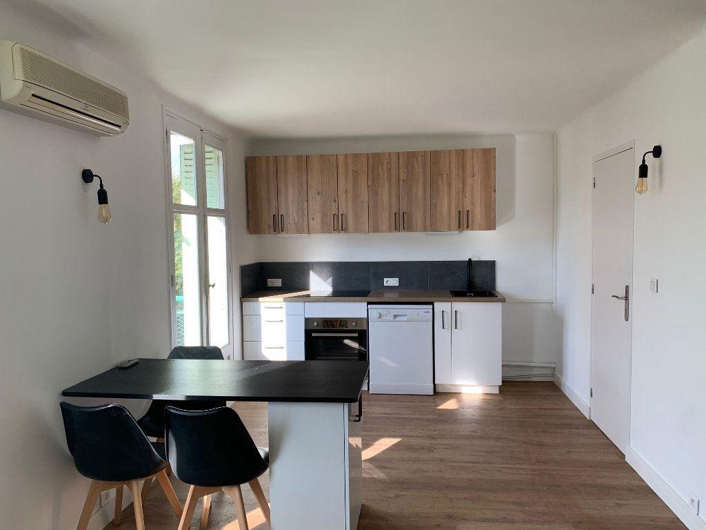 Appartement à louer 2 11m2 à Marseille 8 vignette-2