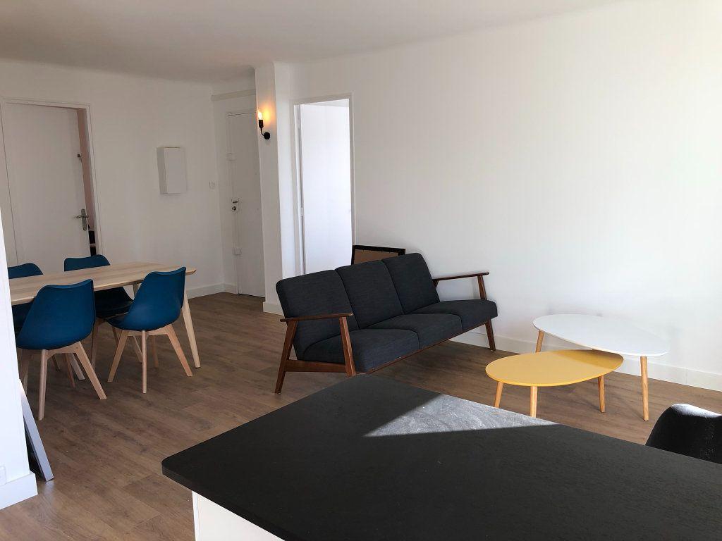 Appartement à louer 2 11m2 à Marseille 8 vignette-4