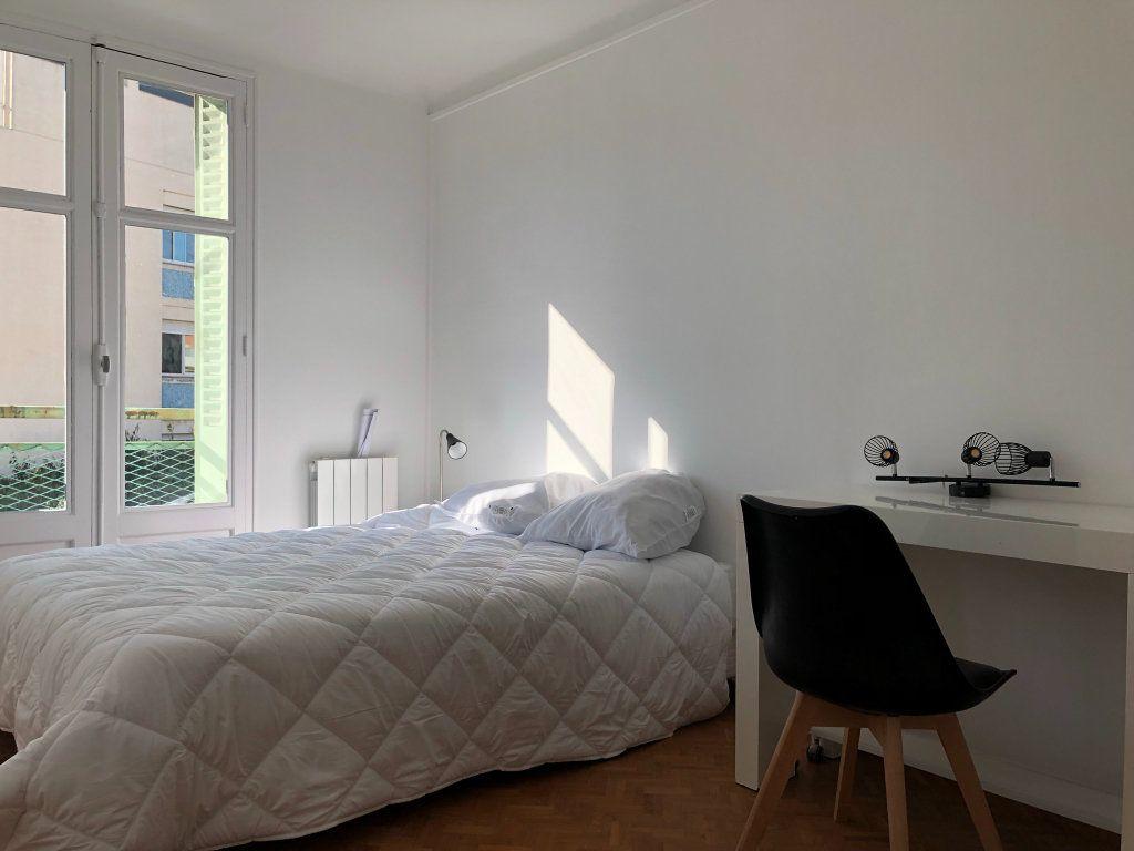 Appartement à louer 2 11m2 à Marseille 8 vignette-5
