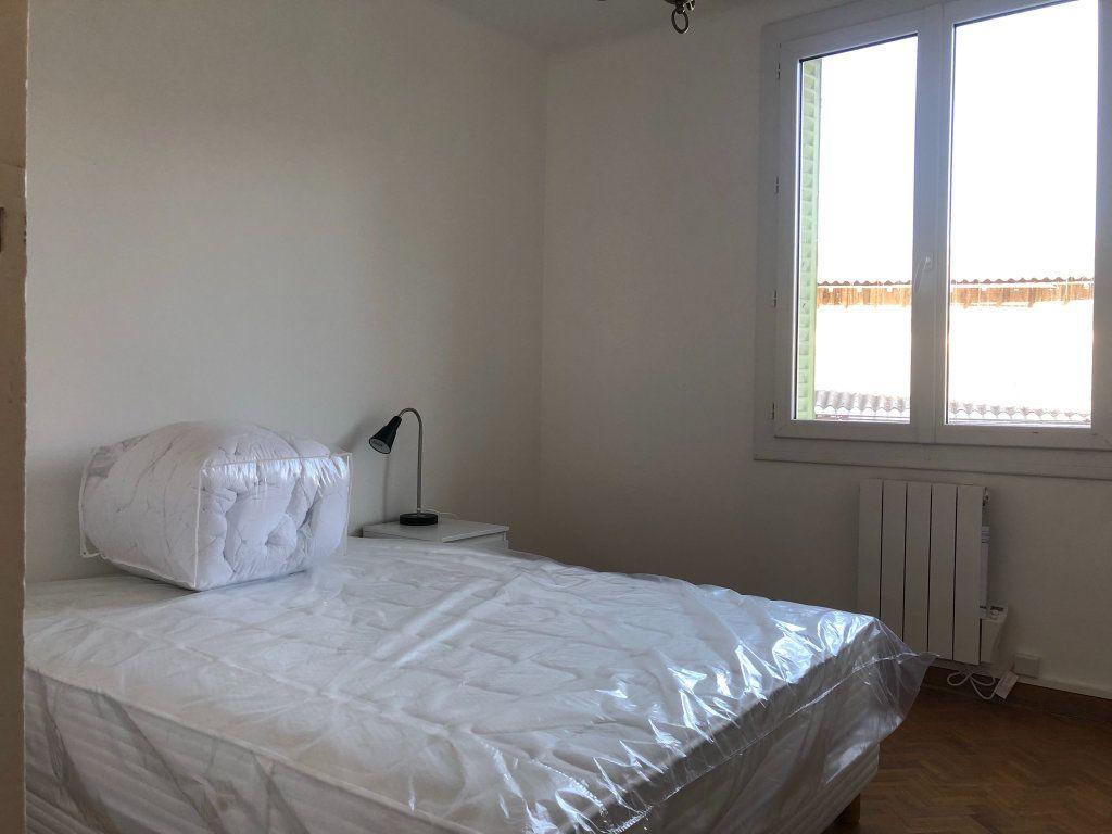 Appartement à louer 2 11m2 à Marseille 8 vignette-7